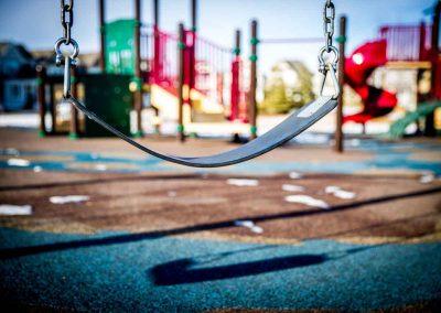 altalena-in-parco-giochi